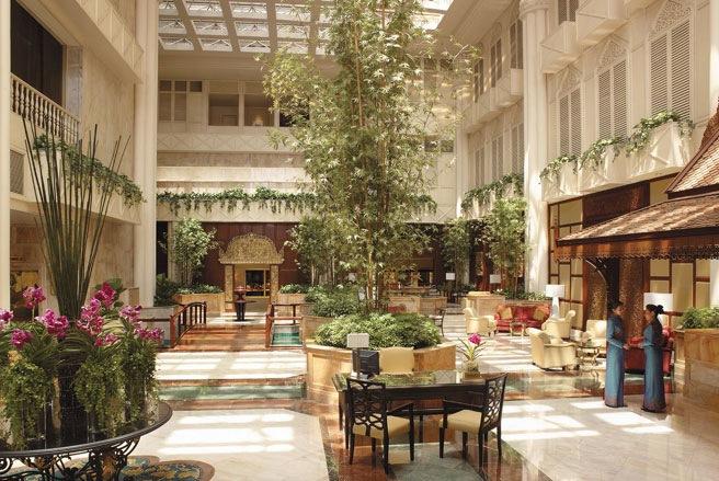 Nhưng cũng có nhiều khách sạn sang trọng dành cho du khách rủng rỉnh tiền bạc, như khách sạn Shangri-La này - Ảnh: SAI.