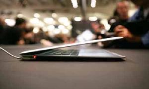 Apple 'trình làng' MacBook Air siêu mỏng mới