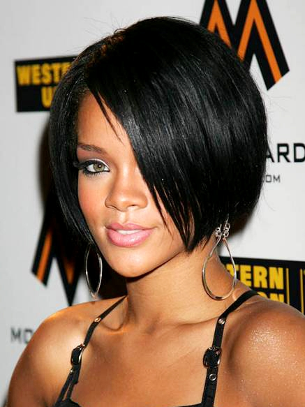 Kiểu tóc ngắn hiện nay đang là xu hướng thời trang được nhiều quý cô, quý bà ưa chuộng, và việc sở hữu một mái tóc ngắn là rất đỗi bình thường. Tuy nhiên, điều này không phải luôn luôn được như vậy. Trước kia, những người vợ không chung thuỷ chỉ được để tóc ngắn. Hồi đó, ra đường gặp những người phụ nữ tóc ngắn, là mọi người biết ngay cô ta là lăng loàng, và đáng bị phỉ bang