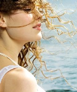 Mẹo giữ lọn tóc xoăn gợi cảm