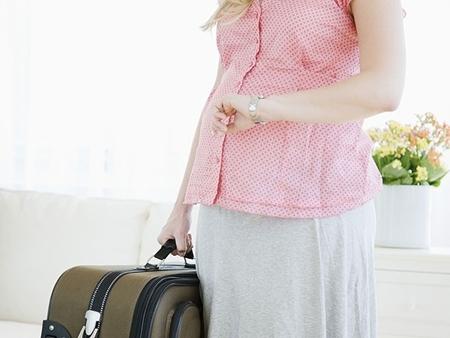 Phụ nữ mang thai đi du lịch cần chuẩn bị những gì?
